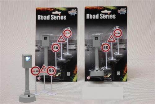 Road series flitspaal + 3 verkeersborden